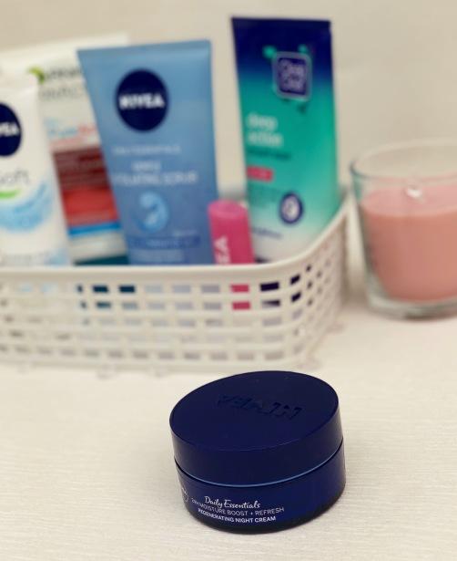 Night cream moisturiser